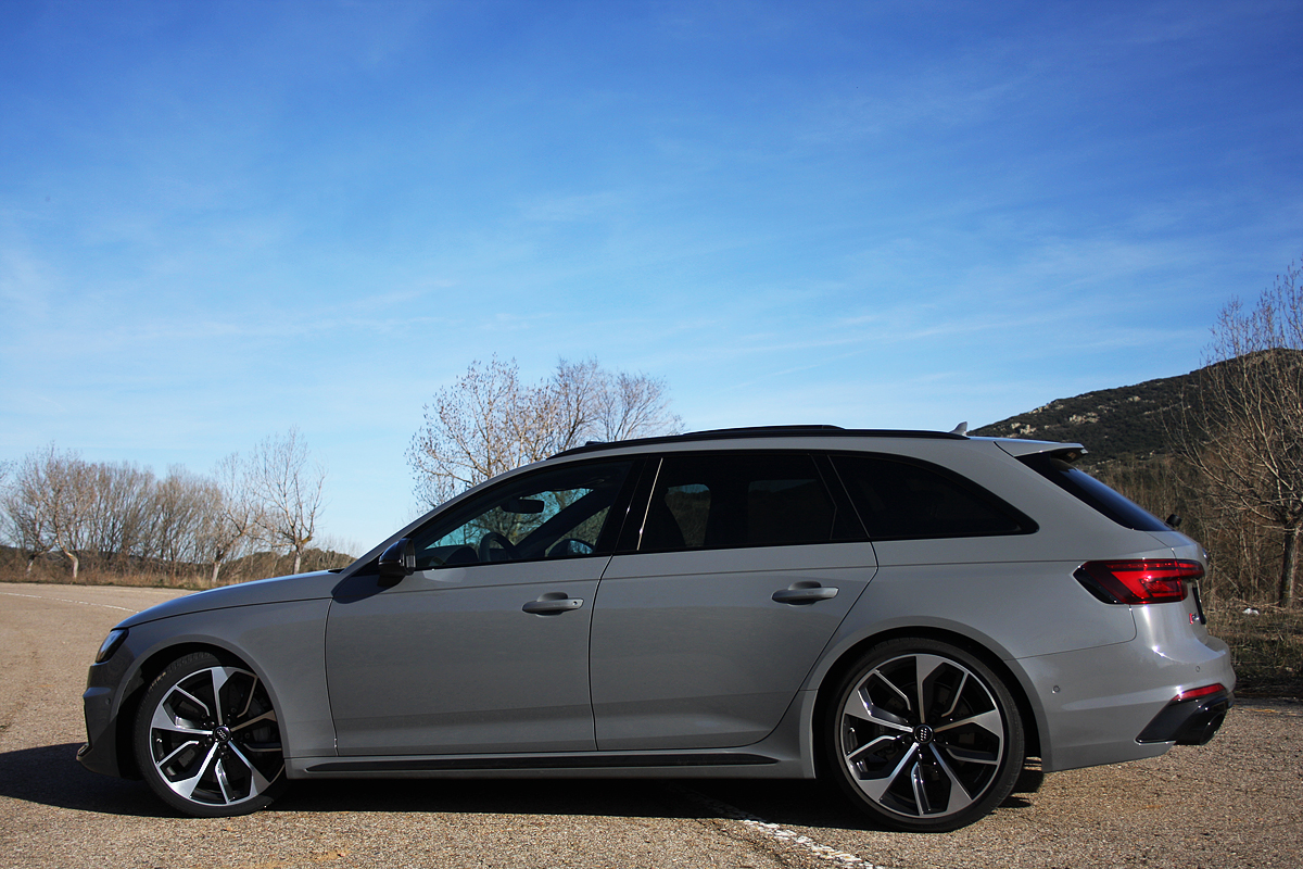 Audi-rs4-avant-lateral