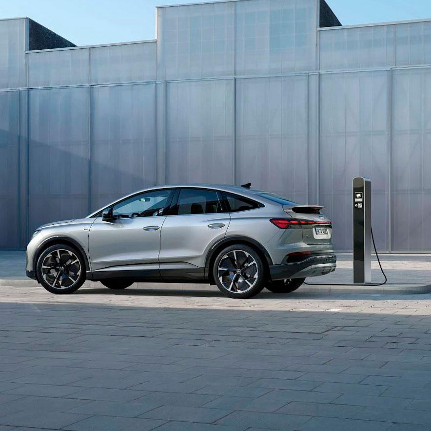 Audi-Q4-Sportback-e-tron-Carga-fuera-de-casa