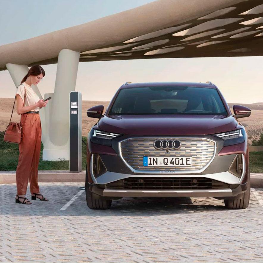 Audi-Q4-e-tron-mirar-hacia-delante